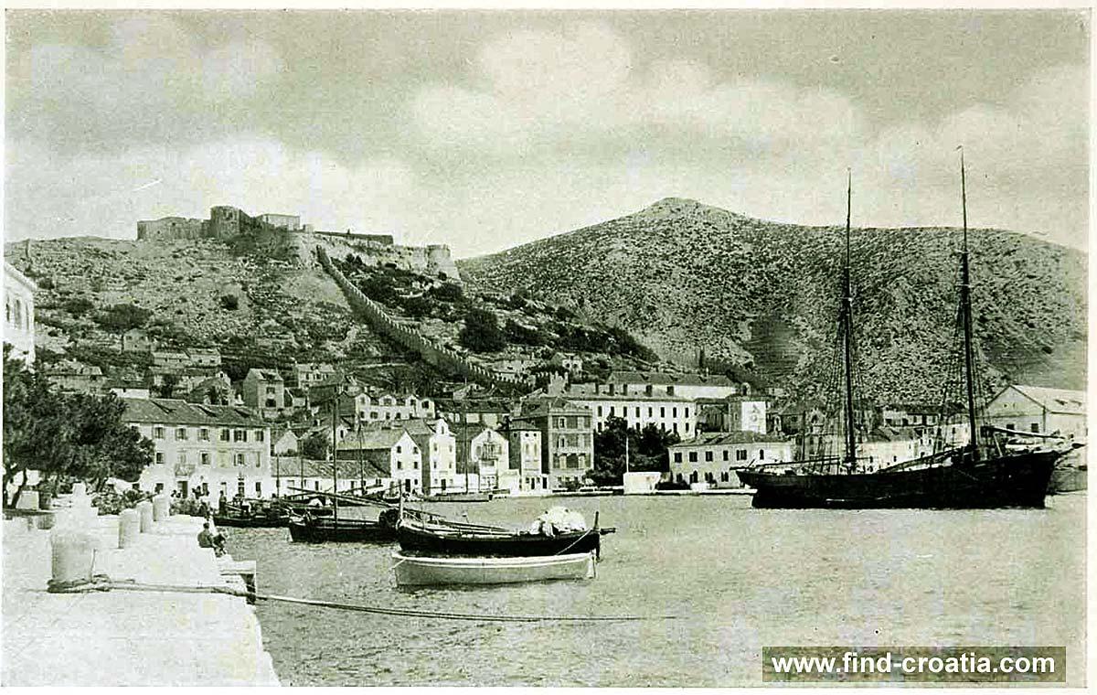 Hvar harbour in 1908