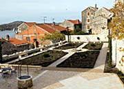 sibenik sveti lovro monastery garden