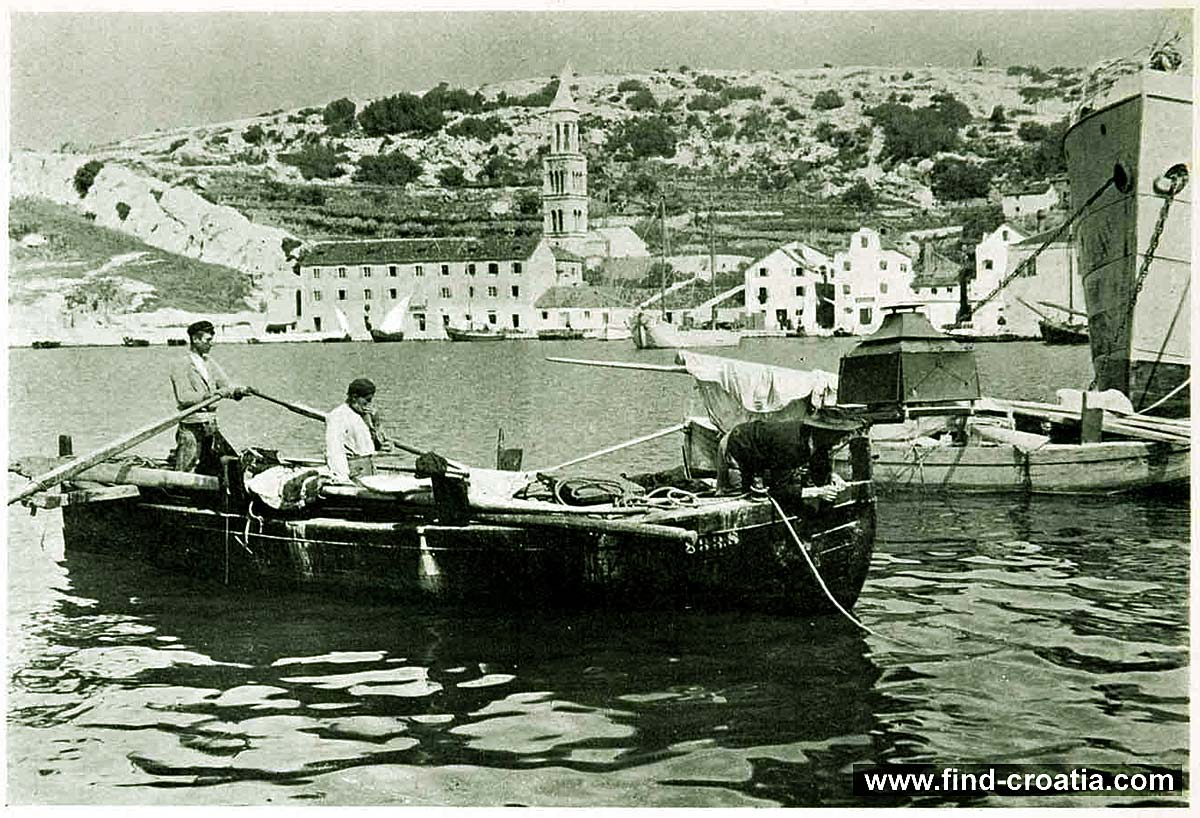 Fisherman in port of Hvar in 1908