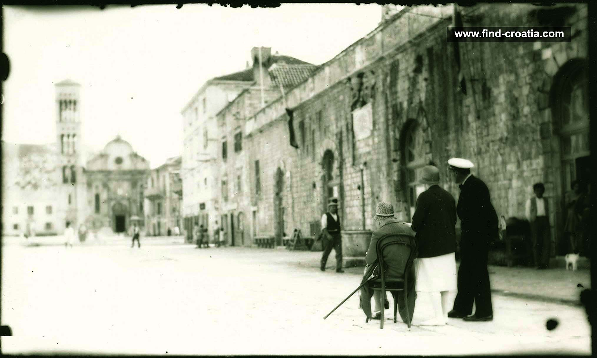 hvar-main-square1900s