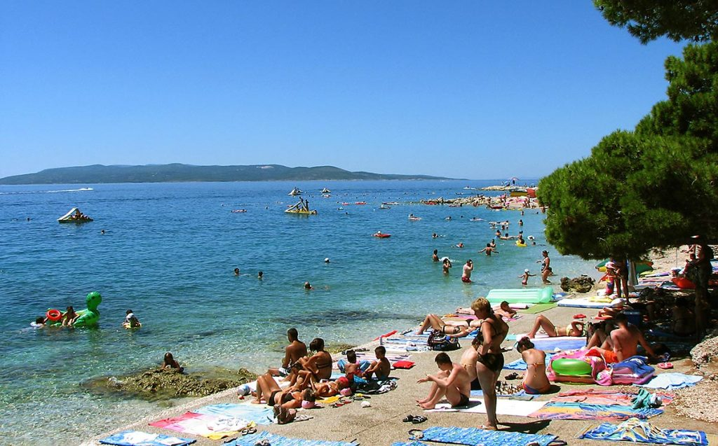 busy beach in makarska